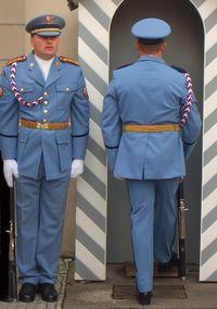 """גם מדים הם """"תלבושת אחידה"""" (www.sxc.hu)"""